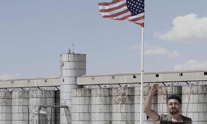 العلم الأمريكي فوق معبر تل أبيض الحدودي مع تركيا (تويتر)