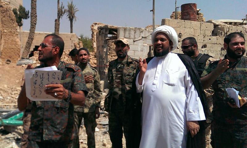 """الأمين العام للواء """"الإمام الحسين"""" قرب مقام """"السيدة سكينة"""" في داريا - الأربعاء 31 آب (فيس بوك)"""