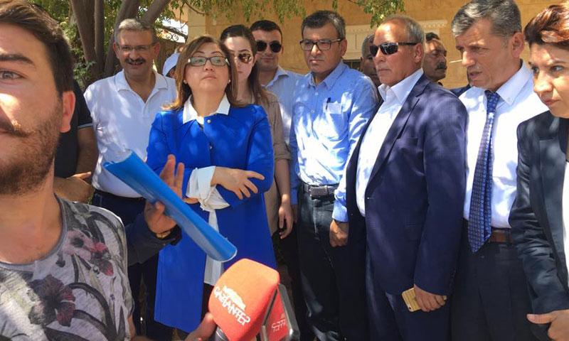 رئيسة بلدية غازي عنتاب فاطمة شاهين في مدينة جرابلس- الخميس 8 أيلول (فيس بوك)