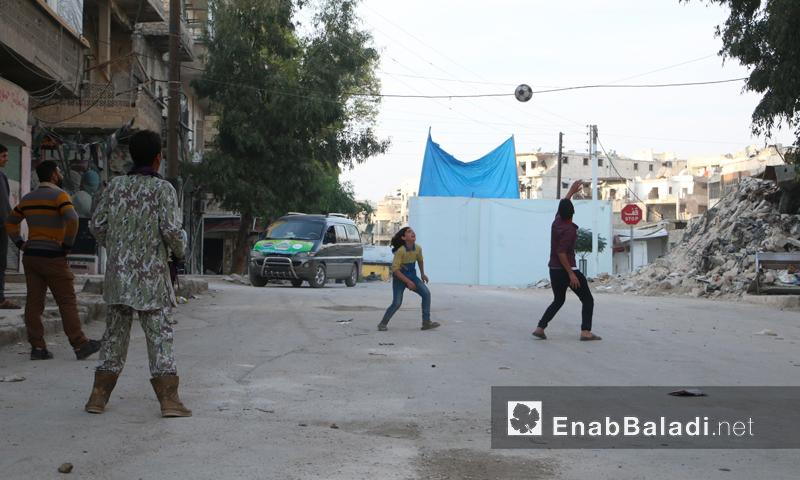 أطفال يلعبون في حي صلاح الدين بمدينة حلب (أرشيف عنب بلدي)