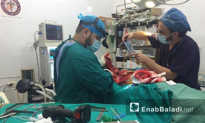 أطباء في حلب المحررة ينجحون في إجراء عملية معقدة- الأحد 11 أيلول (عنب بلدي)أطباء في حلب المحررة ينجحون في إجراء عملية معقدة- الأحد 11 أيلول (عنب بلدي)
