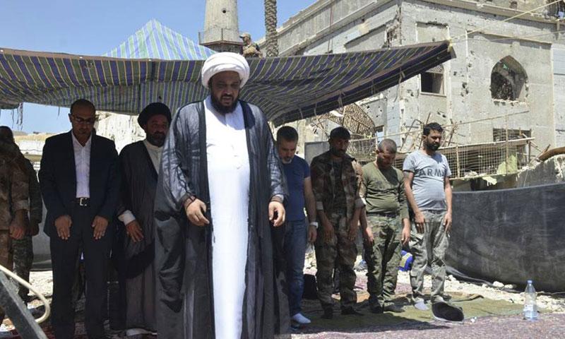 """قائد ميليشيا الإمام الحسين في مقام """"سكينة"""" المزعوم في داريا- 3 أيلول 2016 (فيس بوك)"""