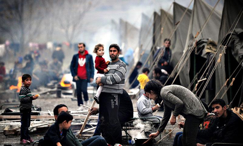 أرشيفية- لاجئون سوريون في مخيمات داخل لبنان (وكالات)