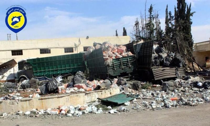 إحدى الحافلات الانسانية المستهدفة من قبل الطيران الحربي الإثنين 19 أيلول (الدفاع المدني في حلب)