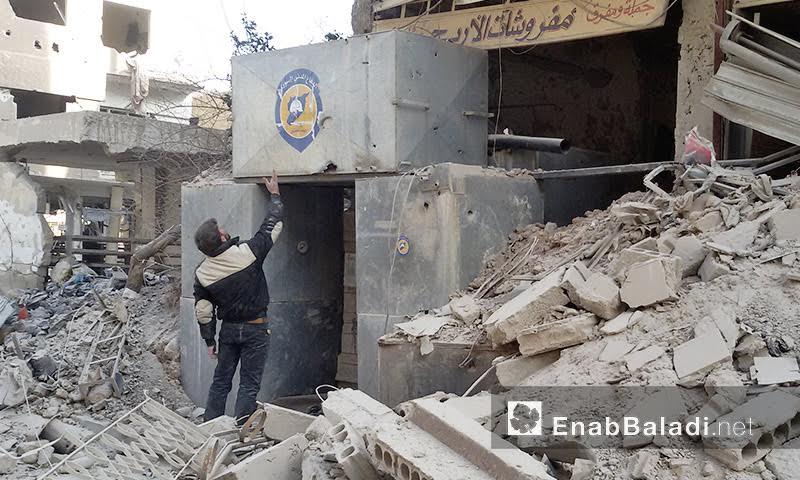 مقر الدفاع المدني بعد استهدافه بالبراميل في داريا - 31 كانون الثاني 2016
