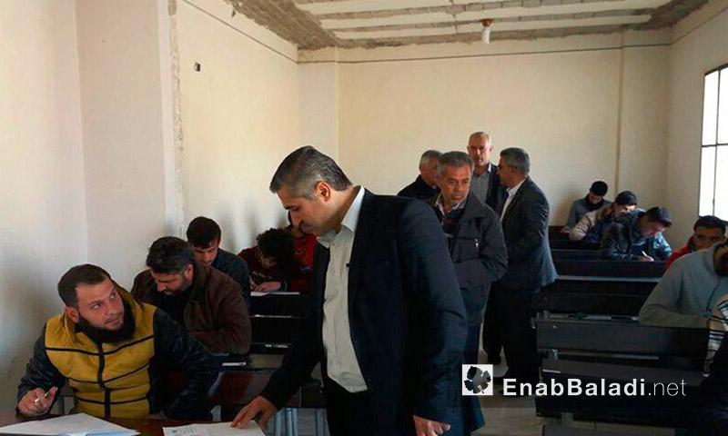 وزير التربية والتعليم في الحكومة المؤقتة يجول على مراكز الامتحانات في جامعة حلب (عنب بلدي)