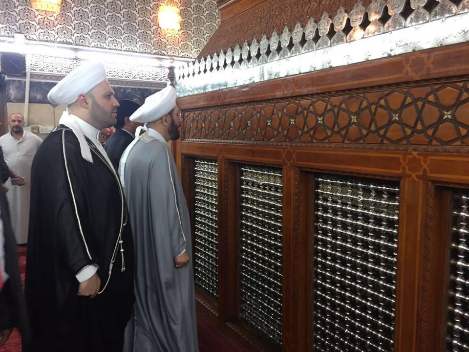 """حسون أمام مقام """"الإمام أبي حنيفة النعمان"""" في بغداد- الثلاثاء 4 تشرين الأول (فيس بوك)"""