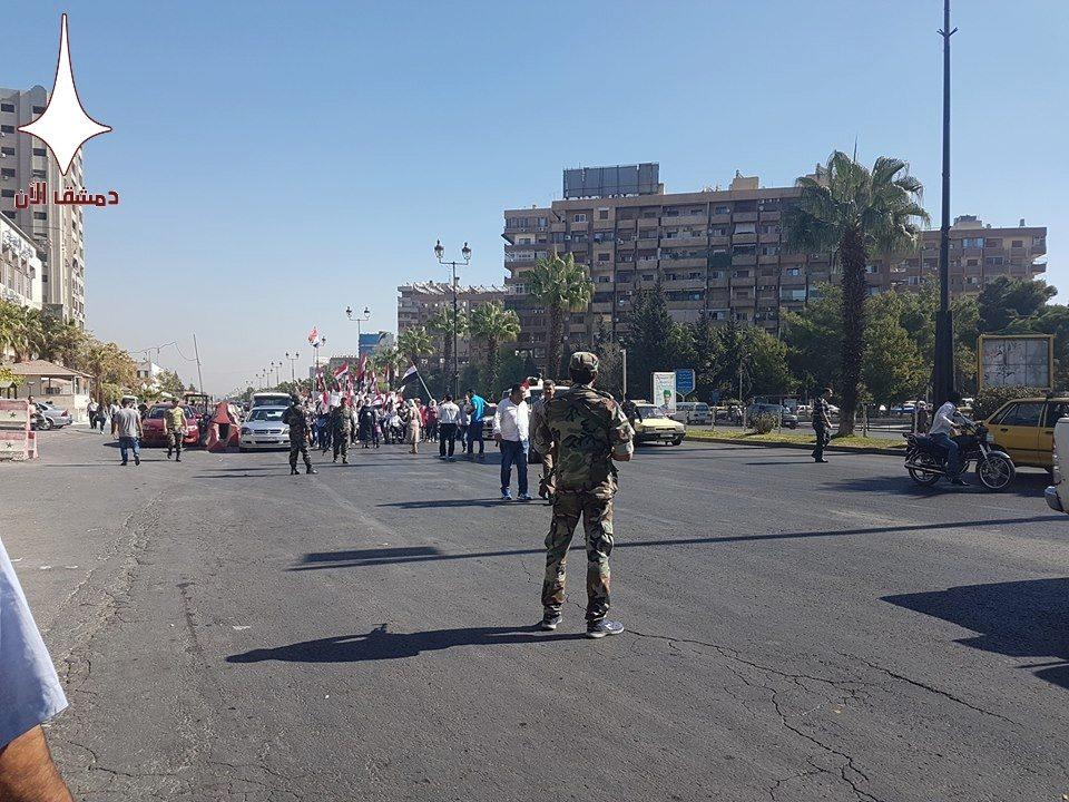 """""""مسيرة"""" مؤيدة للنظام السوري في دمشق- الأحد 23 تشرين الأول (دمشق الآن)"""