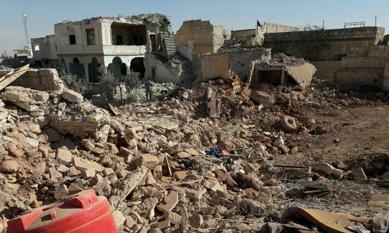 دمار كبير خلفه القصف على قرية عويجل في ريف حلب الغربي- الاثنين 17 تشرين الأول (فيس بوك)