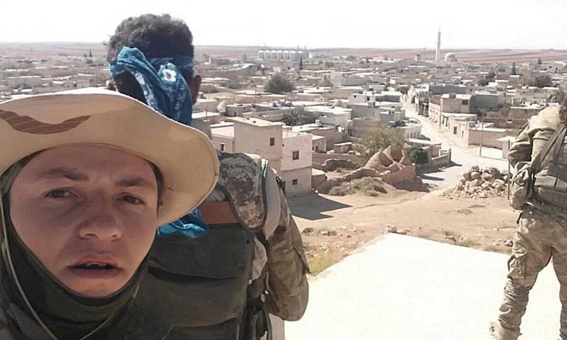 """مقاتلون من """"الجيش الحر"""" قرب أخترين شمال حلب - السبت 8 تشرين الأول (تويتر)"""