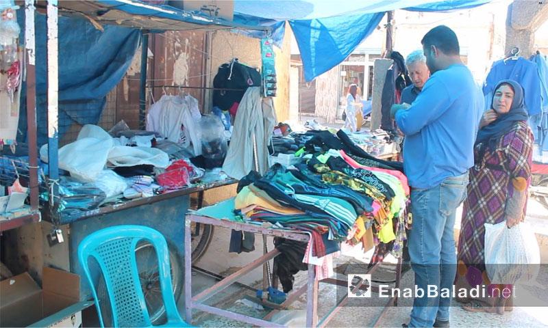 تاجر ألبسة في سوق مدينة القامشلي - 29 أيلول 2016( - عنب بلدي