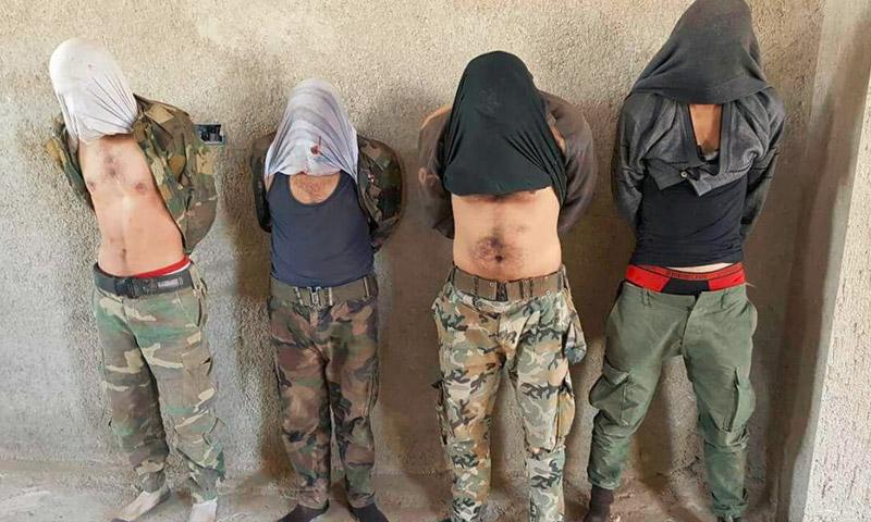 صور تناقلها ناشطون على أنها لأسرى من قوات الأسد خلال معارك محور الوادي غرب دمشق - الثلاثاء 4 تشرين الأول (تويتر)