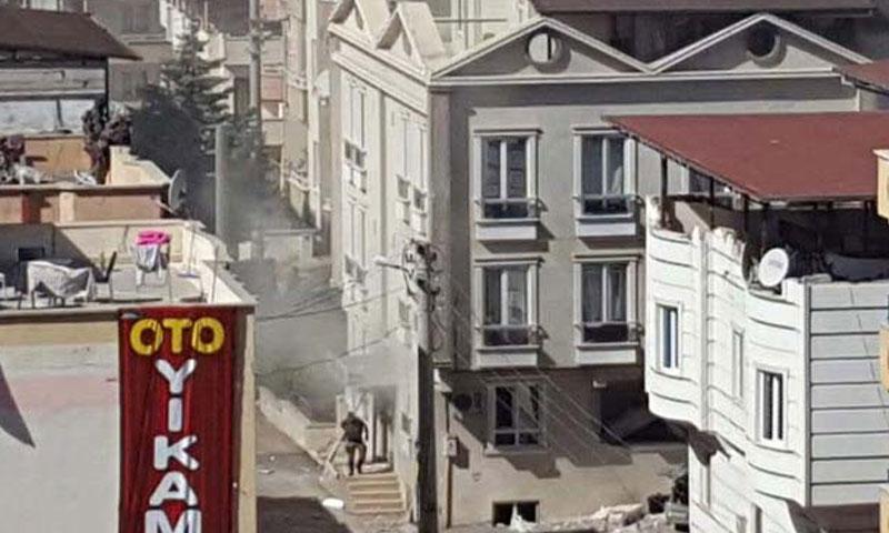 """حي """"500 إيفلر"""" في غازي عنتاب حيث شنت السلطات التركية حملة أمنية صباح اليوم- الأحد 16 تشرين الأول (TRT)"""
