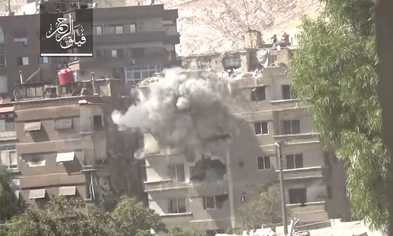 """تعبيرية: استهداف """"فيلق الرحمن"""" بناءً لقوات الأسد في حي جوبر - 20 تشرين الأول (يوتيوب)"""