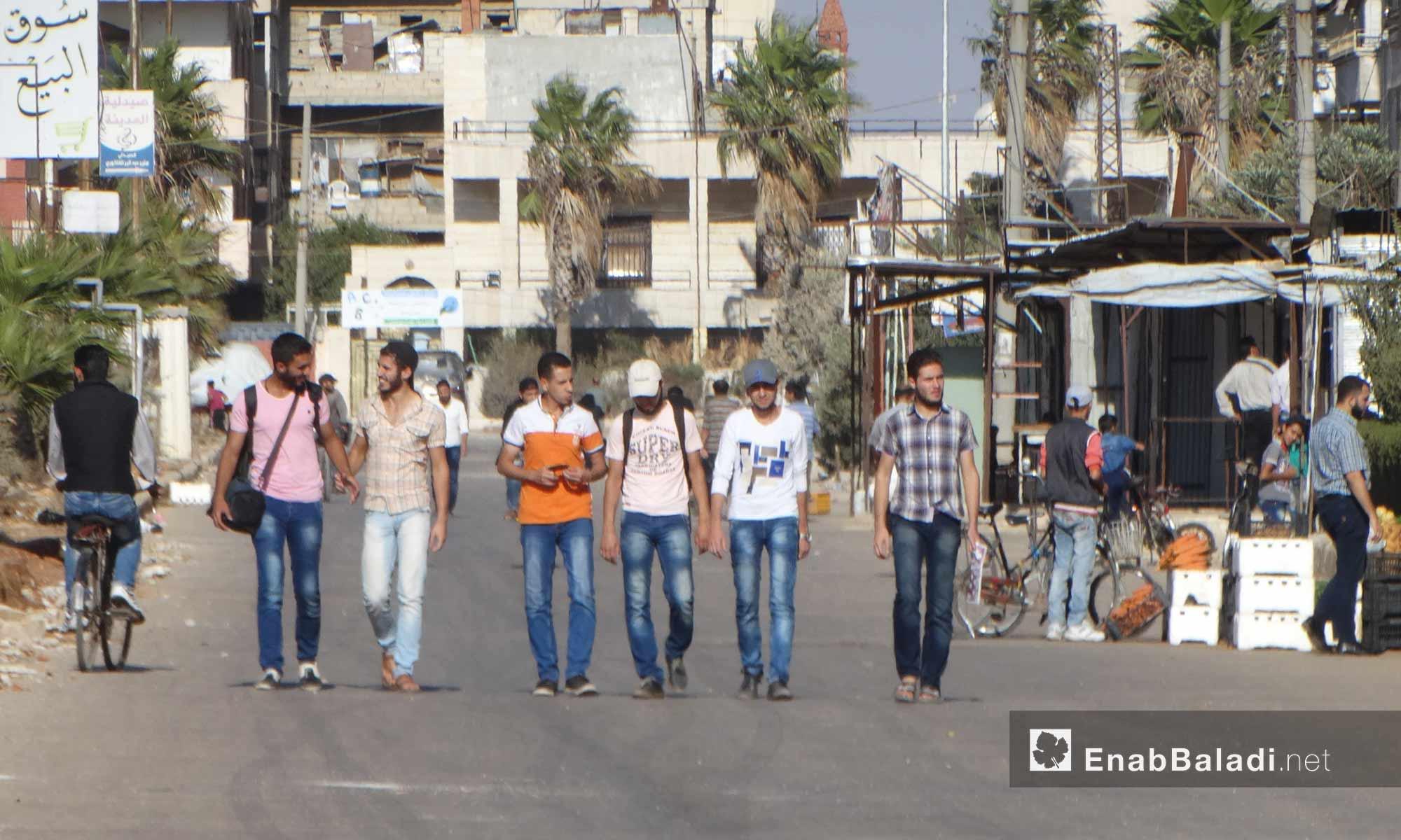 شبان في حي الوعر بحمص - 11 تشرين الأول 2016 (عنب بلدي)