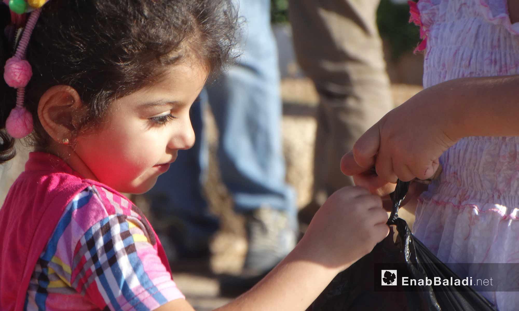 طفلة في حي الوعر بحمص - 11 تشرين الأول 2016 (عنب بلدي)