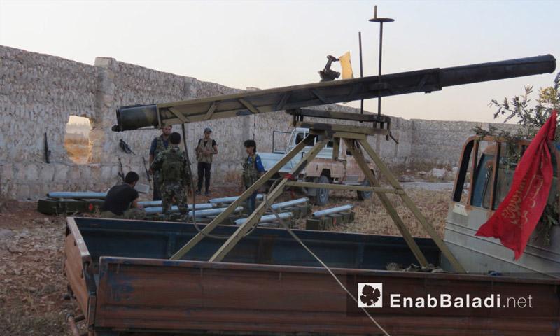 """فرقة """"السلطان مراد"""" تجهز صواريخها قبل استهداف الأكاديمية العسكرية في حلب - الاثنين 8 آب (عنب بلدي)"""