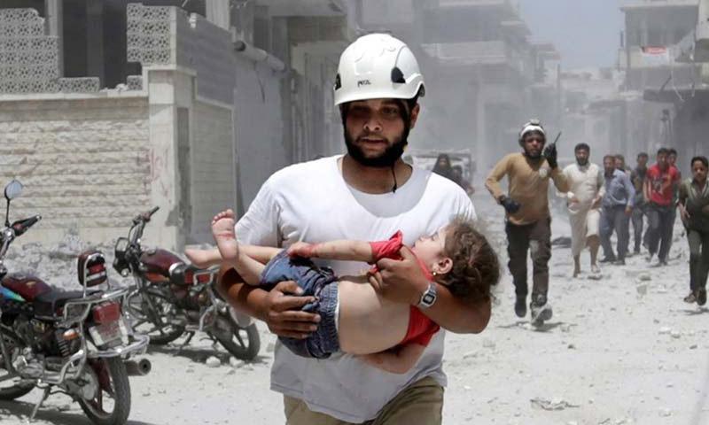 تعبيرية: عناصر الدفاع المدني ينتشلون الضحايا والناجين من تحت الأنقاض في سوريا - 2016 (إنترنت)