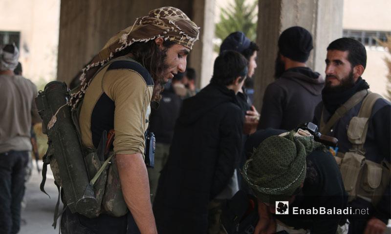 """مقاتلون في """"جيش الفتح"""" يتحضرون لاقتحام غرب مدينة حلب - 28 تشرين الأول 2016 (عنب بلدي)"""
