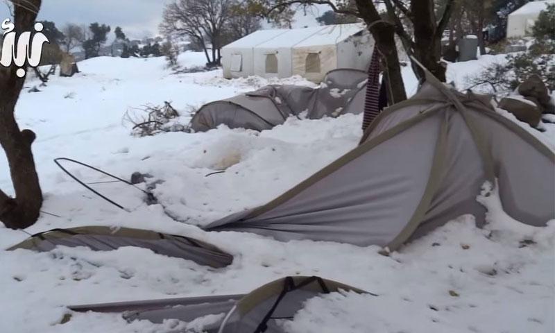 هدم الخيم في مخيم البريقة في القنيطرة بسبب الثلوج في كانون الثاني 2016 (وكالة نبأ)