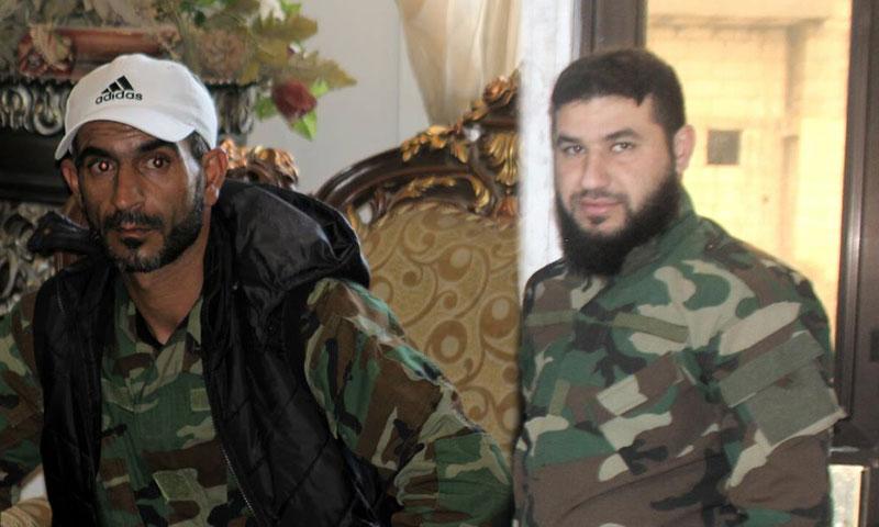 أبو ثائر النشور (يسار الصورة) إلى جانب بشار نهار