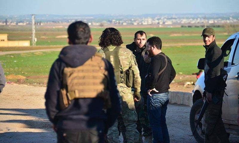 """مقاتلو """"الجيش الحر"""" في قرية غزل بريف حلب الشمالي- الاثنين 10 تشرين الأول (فيس بوك)"""