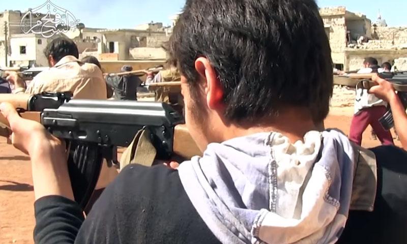 """عناصر من """"فتح الشام"""" في إحدى المعسكرات التدريبية (يوتيوب)"""