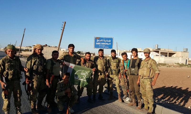 """عناصر من """"الجيش الحر"""" في بلدة دابق- الأحد 16 تشرين الأول (تويتر)"""