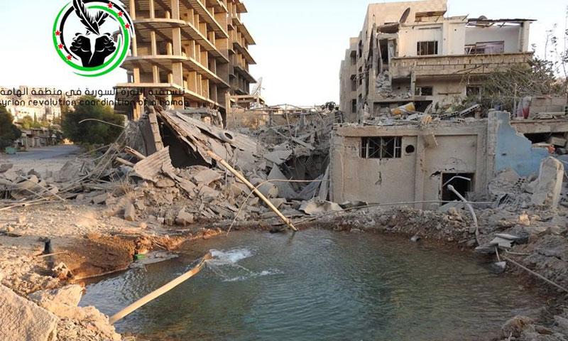 دمار خلفته براميل الأسد على بلدة الهامة- الأربعاء 5 تشرين الأول (فيس بوك)
