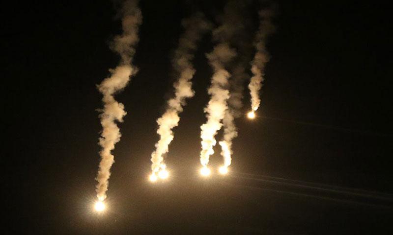 ألقى الطيران الحربي قنابل مضيئة فوق أحياء حلب الشرقية- الأربعاء 26 تشرين الأول (مركز حلب الإعلامي)