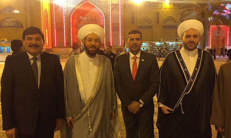 """حسون أمام مقام """"الإمام موسى الكاظم"""" في بغداد- الثلاثاء 4 تشرين الأول (فيس بوك)"""
