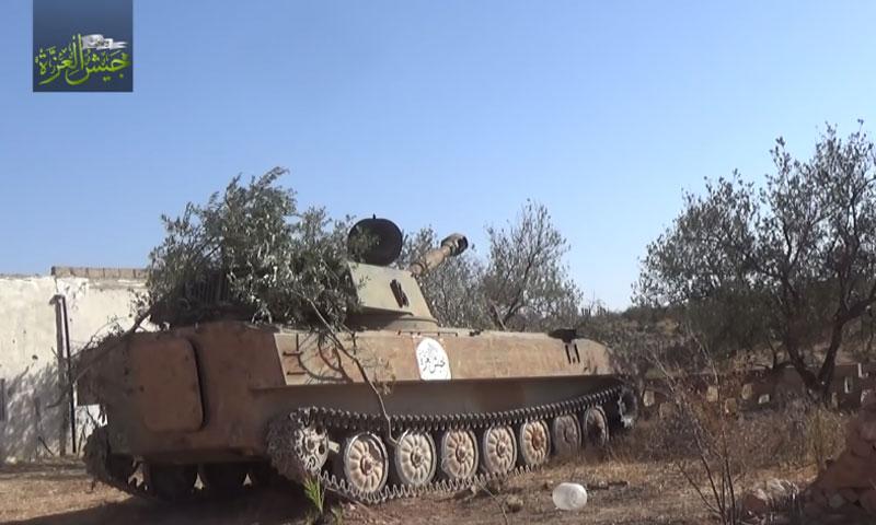 """دبابة تابعة لـ """"جيش العزة"""" في ريف حماة الشمالي- 15 تشرين الأول (يوتيوب)"""