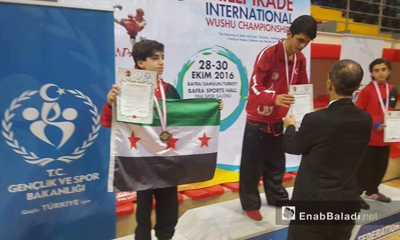 تتويج الطفل مجد شيخ نايف بالميدالية الفضية في بطولة سامسون الدولية في تركيا- السبت 29 تشرين الأول (عنب بلدي)