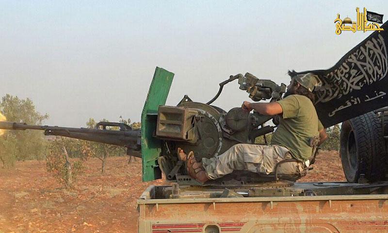 """مقاتل من """"جند الأقصى"""" في معارك حماة- أيلول 2016 (تويتر)"""