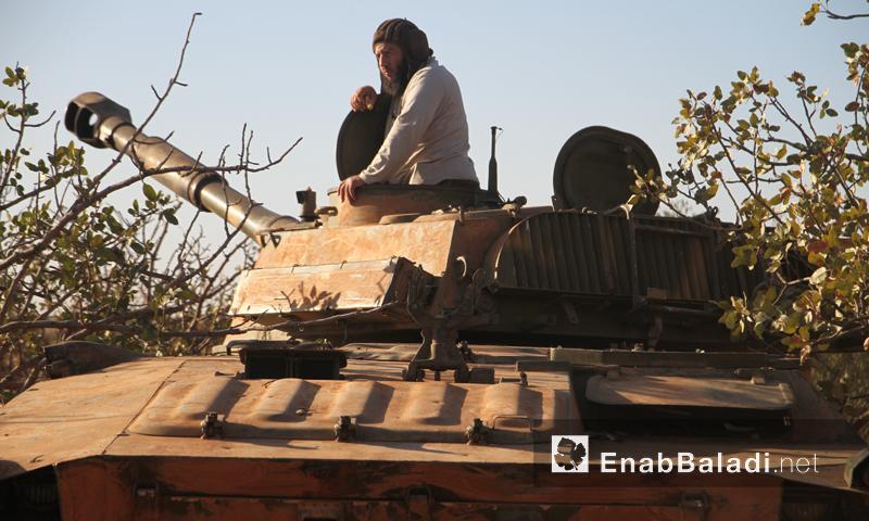 """دبابة تابعة لحركة """"أحرار الشام الإسلامية"""" في ريف حماة الشمالي- 27 أيلول (عنب بلدي)"""