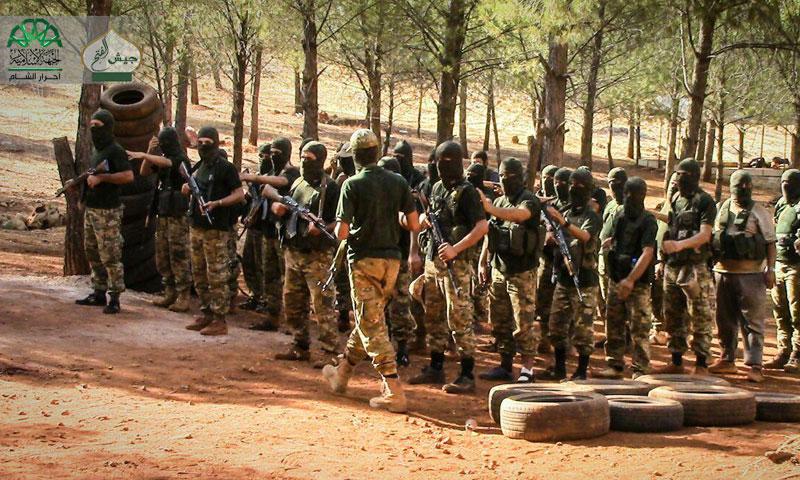 """مقاتلون من حركة """"أحرار الشام"""" يجهزون للمعركة في حلب- الجمعة 28 تشرين الأول (جيش الفتح)"""