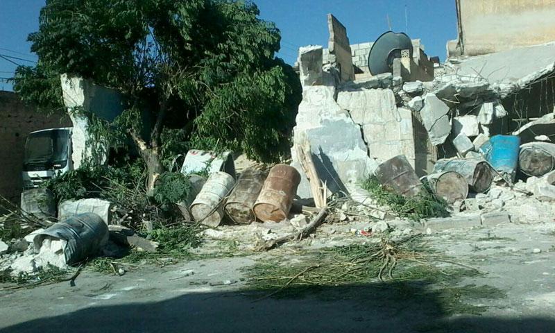 """""""جند الأقصى"""" يهدم مقرًا لـ """"أحرار الشام"""" في مدينة سرمين (فيس بوك)"""