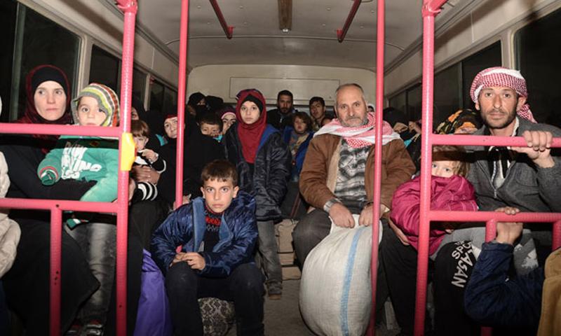 نزوح العائلات من أحياء حلب الشرقية المحاصرة إلى مناطق النظام - 27 تشرين الثاني 2016 (وكالة سانا)