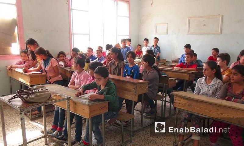 تلاميذ إحدى مدارس القامشلي تبدأ العام الدراسي الجديد - أيلول 2016 (عنب بلدي)