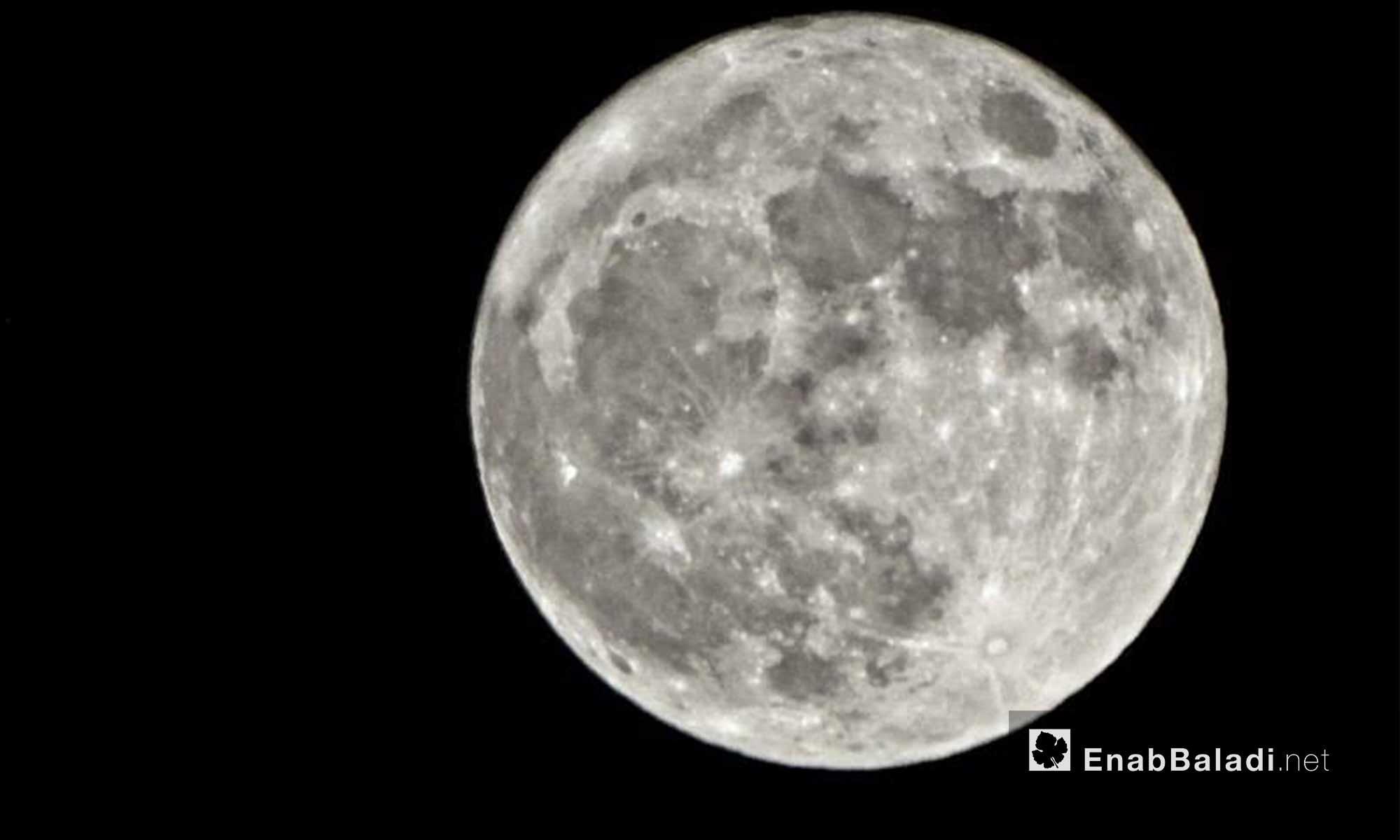 ظاهرة القمر العملاق في سماء حي الوعر بحمص - 14 تشرين الثاني 2016 (عنب بلدي)