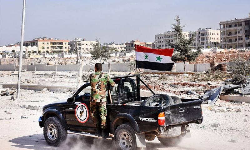 مقاتلون في قوات الأسد في منيان بجوار ضاحية الأسد في حلب - 11 تشرين الثاني 2016 (AFP)
