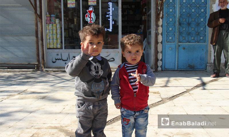 طفلان في مدينة جرابلس- تشرين الثاني 2016 (عنب بلدي)