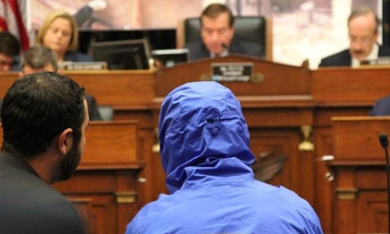 """الضابط المنشق """"سيزر"""" داخل الكونغرس الأمريكي - أيلول 2014 (إنترنت)"""