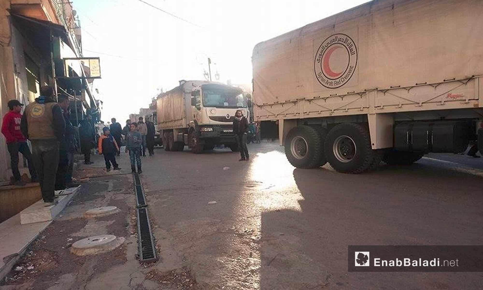 سيارات المساعدات داخل بلدة مضايا في ريف دمشق - 28 تشرين الثاني 2016 (عنب بلدي)
