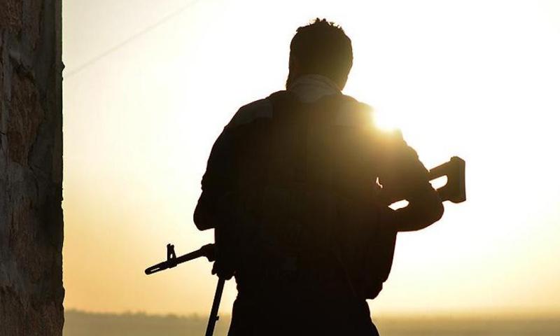 """تعبيرية: مقاتل من """"الجيش الحر"""" شمال حلب - تشرين الأول 2016 (وكالة الأناضول)"""