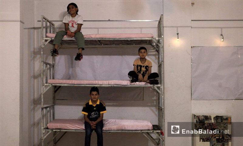 لقطات من العمل المسرحي داخل مركز بسمة وزيتونة في شاتيلا اللبنانية - الخميس 10 تشرين الثاني (عنب بلدي)