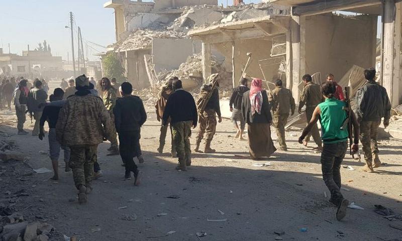آثار الدمار الذي خلفته السيار المفخخة في الراعي شمال حلب_(تويتر)