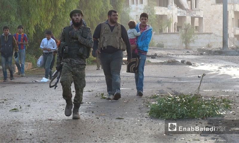 """إجلاء المدنيين من ضاحية """"الأسد"""" جنوب مدينة حلب- السبت 29 تشرين الأول (عنب بلدي)"""