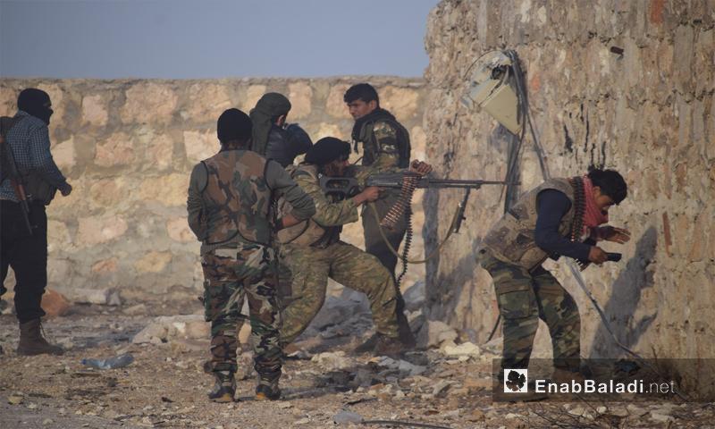 مقاتلون من جيش الفتح على إحدى الجبهات في مدينة حلب - تشرين الثاني 2016 (عنب بلدي)