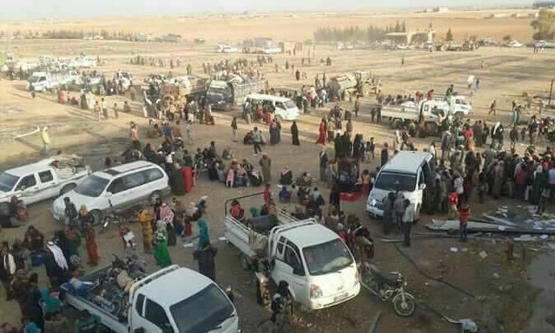 حالات النزوح من قرية الهيشة في مدينة الرقة- تشرين الثاني 2016 (تويتر)